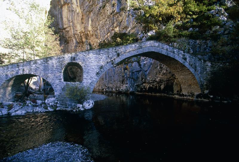 Υπεγράφη η Σύμβαση για τη βελτίωση του οδικού τμήματος Σπηλαίου – γεφυριού Πορτίτσας