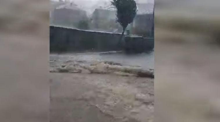 Φοβερή καταιγίδα στη Σιάτιστα – Διέκοψε την κυκλοφορία, παρέσυρε κάδους