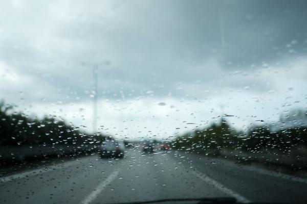 Αγριεύει ο καιρός την Τρίτη με καταιγίδες, χαλάζι και ισχυρούς ανέμους