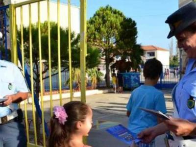 Διανομή ενημερωτικών φυλλαδίων της Τροχαίας σήμερα στα σχολεία