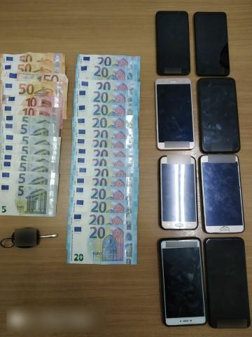 Σύλληψη 19χρονου αλλοδαπού, σε περιοχή της Καστοριάς, για παράνομη μεταφορά αλλοδαπών και πλαστογραφία πιστοποιητικών (Φωτογραφίες)