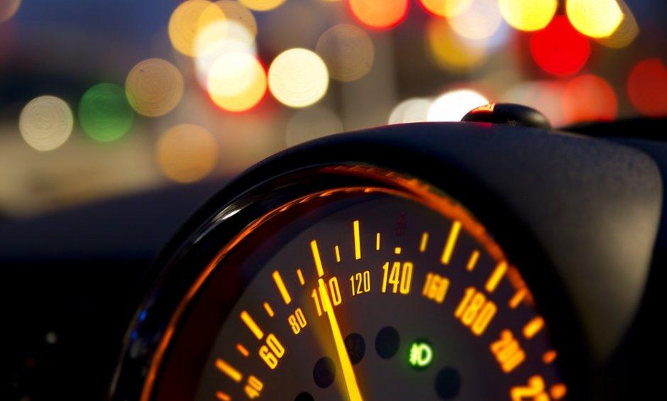 Ποια είναι τα όρια ταχύτητας σε κάθε δρόμο-Ιδιαίτερη προσοχή για τους γκαζιάρηδες οδηγούς