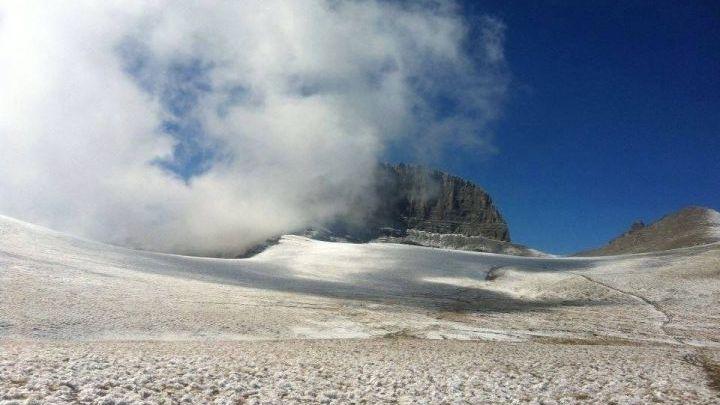 Τα πρώτα χιόνια έκαναν την εμφάνισή τους στον Όλυμπο