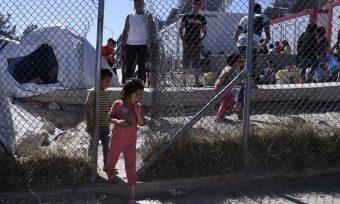 Μεταναστευτικό «ώρα μηδέν»: «Ανοίγουν» πρώην στρατόπεδα – Πού θα φιλοξενηθούν οι μετανάστες;