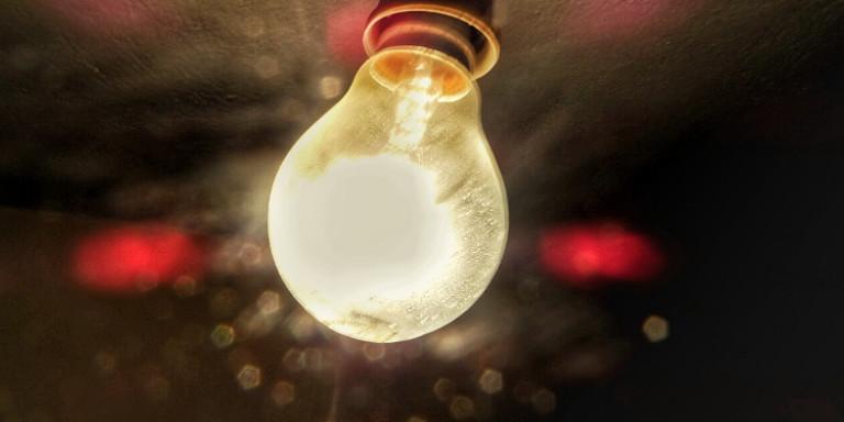 Ηλεκτρικό ρεύμα: Φθηνό για νοικοκυριά, ακριβό για τους βιομήχανους