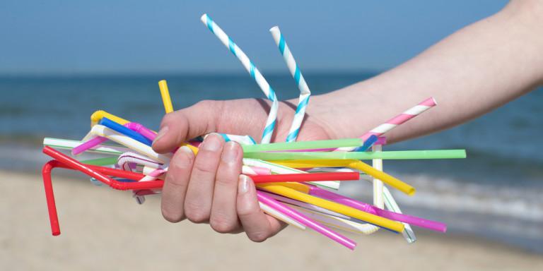 Τέλος στα πλαστικά μιας χρήσης – Δείτε ποια προϊόντα καταργούνται