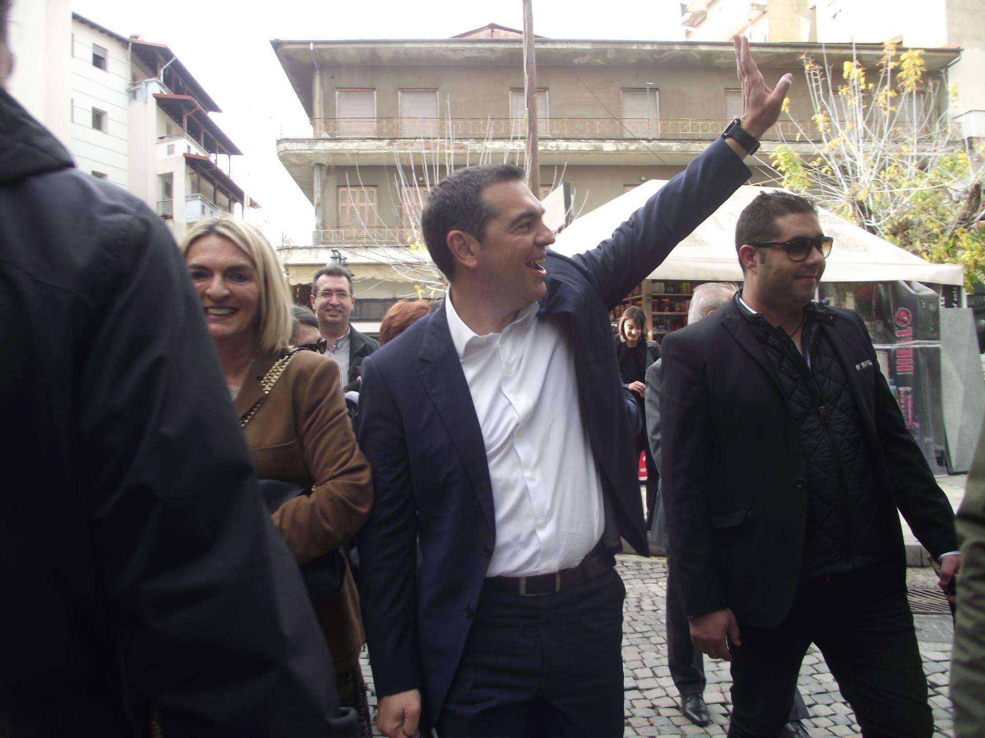 Η ομιλία-διάλογος του προέδρου του ΣΥΡΙΖΑ κ.Αλέξη Τσίπρα στους δρόμους της πόλης των Γρεβενών (Βίντεο – Φωτογραφίες)