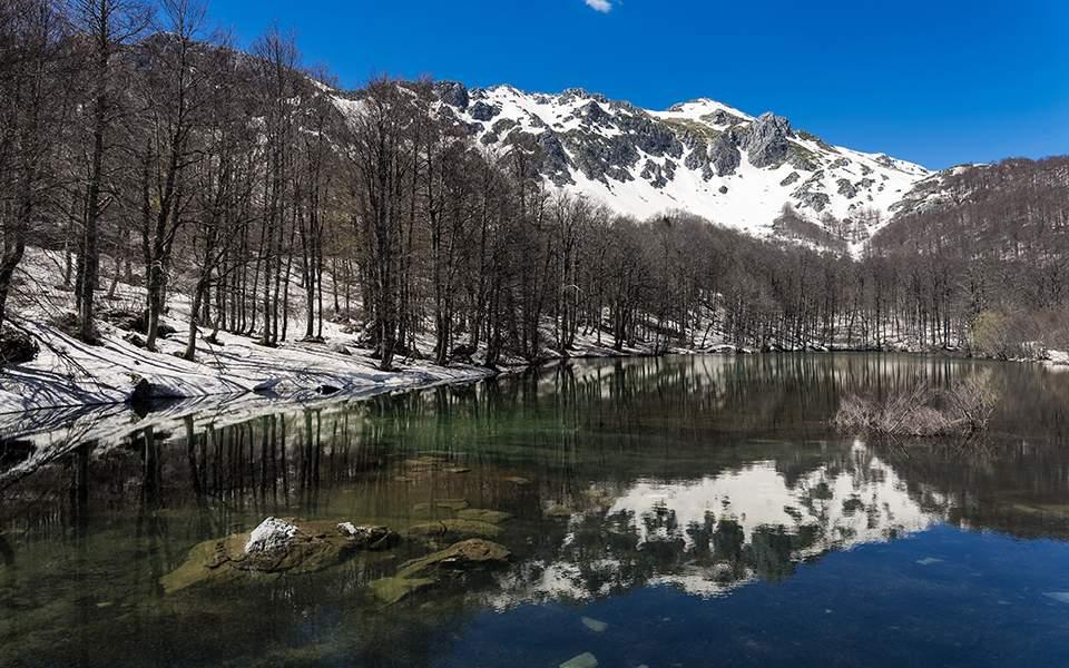 Ιωάννινα:Οι άγνωστες αλπικές λίμνες της Πίνδου που μαγεύουν τους επισκέπτες