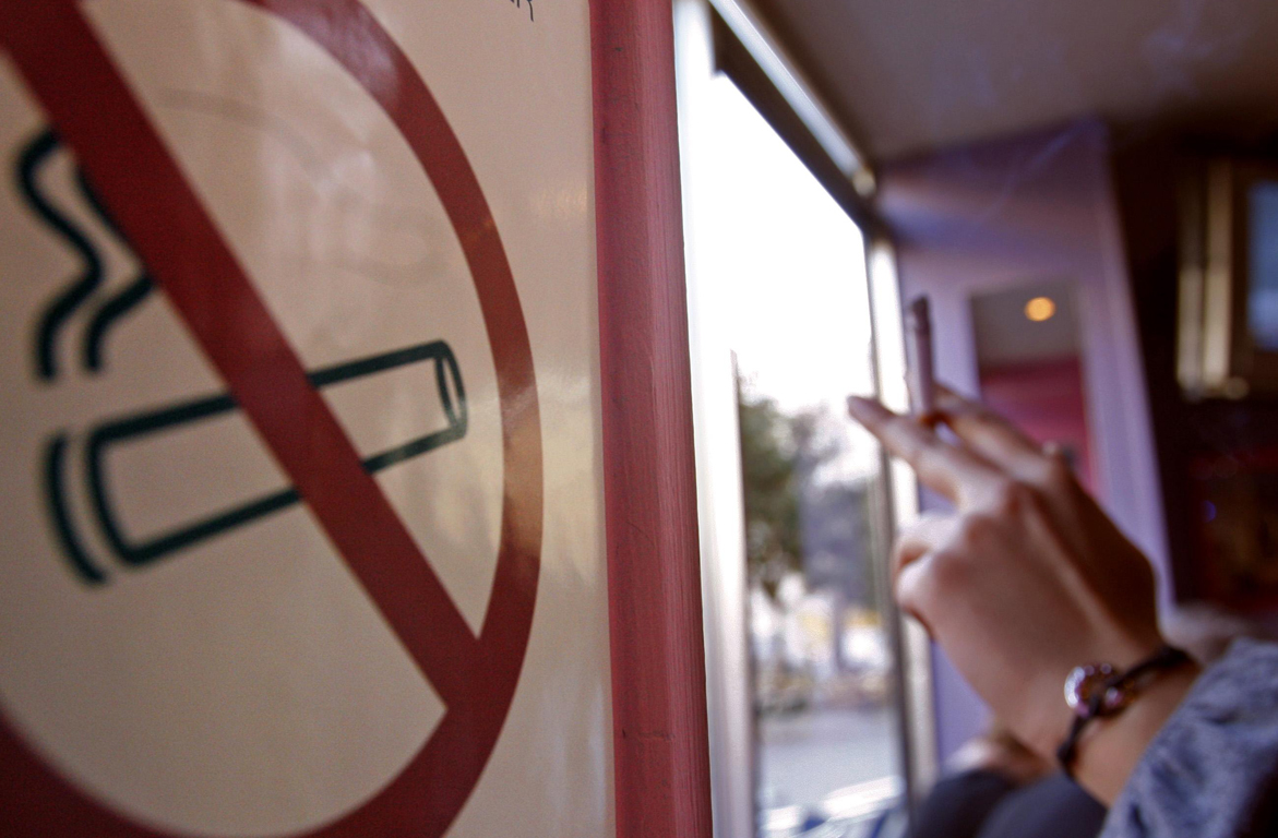 Αντικαπνιστικός νόμος:Που απαγορεύονται πλέον τσιγάρο,πούρο,άτμισμα