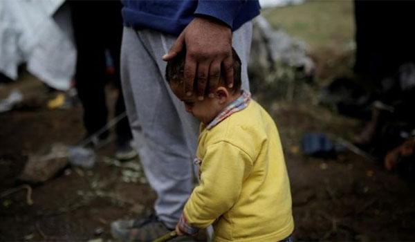 «Κανένα παιδί μόνο» – Κυβερνητικό σχέδιο για τα 4.000 ασυνόδευτα προσφυγόπουλα