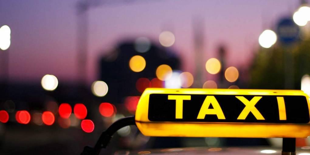 Τσουχτερά πρόστιμα για όσους καπνίζουν σε ταξί και ΜΜΜ