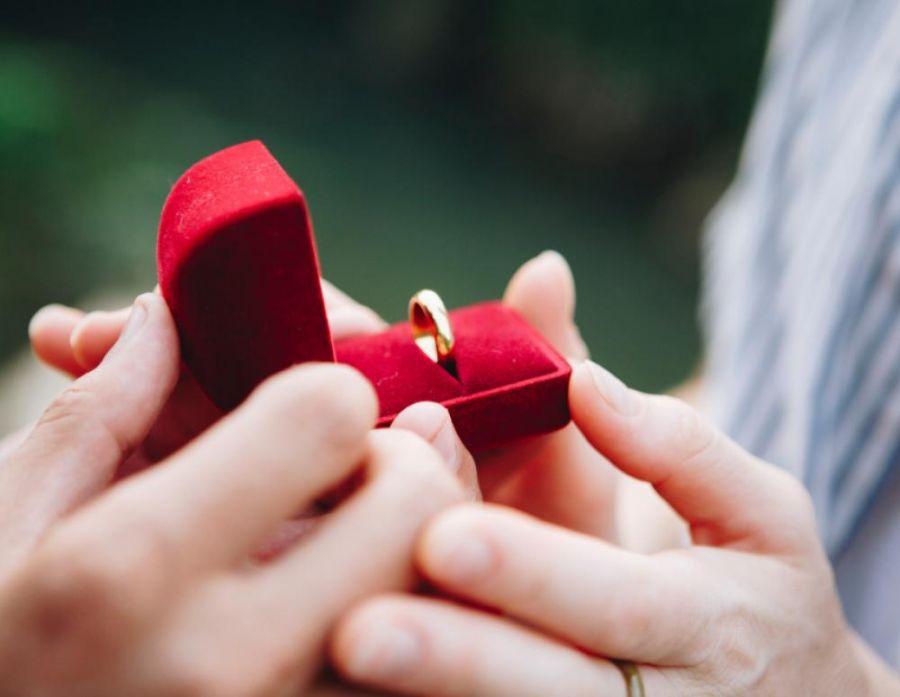 Απίθανη, χριστουγεννιάτικη πρόταση γάμου από αγρότη στην Πτολεμαΐδα