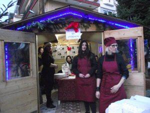 "Tο τμήμα Μαγειρικής του ΙΕΚ Γρεβενών , στις εκδηλώσεις "" Χριστούγεννα στην αυλή των βουνών """