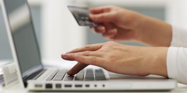 Πώς να προφυλαχθείτε από τις απάτες στις αγορές με κάρτες