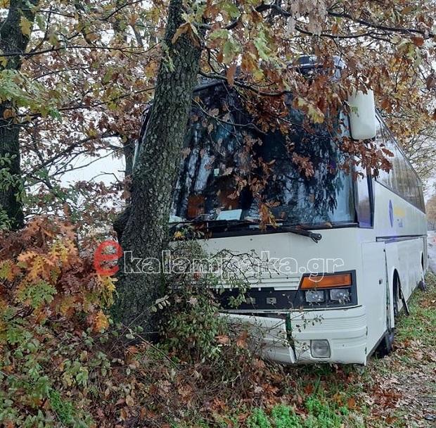 Τροχαίο με σχολικό λεωφορείο με μαθητές από το 4ο Δημοτικό σχολείο Γρεβενών κοντά στη διασταύρωση Αγίου Δημητρίου Καλαμπάκας – Όλοι οι μαθητές είναι καλά στην υγεία τους (φωτογραφίες)