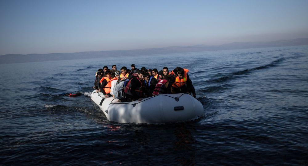 Πλωτά φράγματα επιστρατεύει η κυβέρνηση για να ανακόψει τις μεταναστευτικές ροές