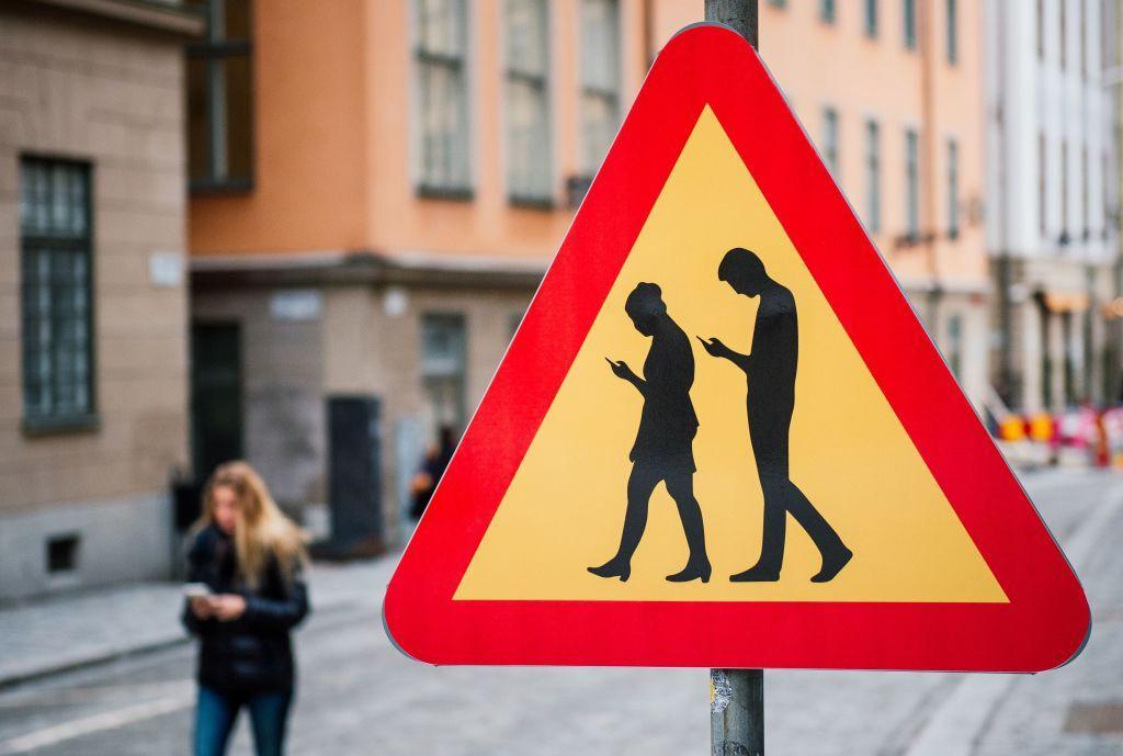 Κίνδυνος για τους πεζούς το γράψιμο μηνυμάτων στο κινητό
