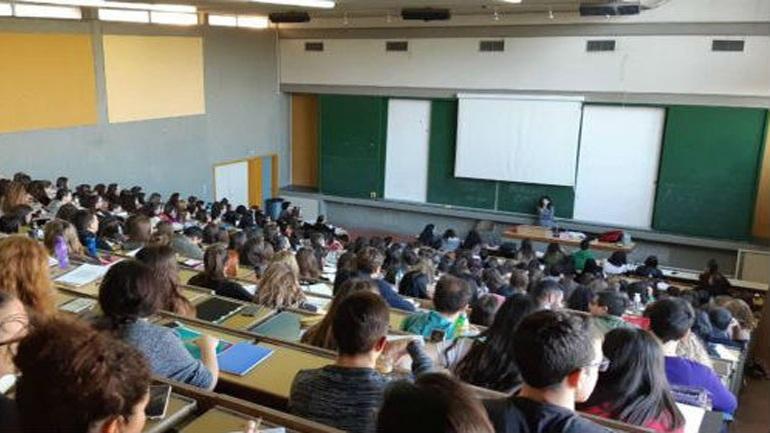 Σάλος με τον καθηγητή στο πανεπιστήμιο Ιωαννίνων που πουλούσε σημειώσεις σε φοιτητές έναντι 8 ευρώ