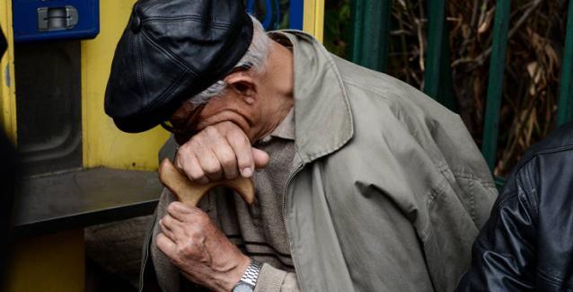 Υπ.Οικονομικών: Σβήνουν πρόστιμα σε συνταξιούχους για να «σβήσουν» τις «φωτιές»