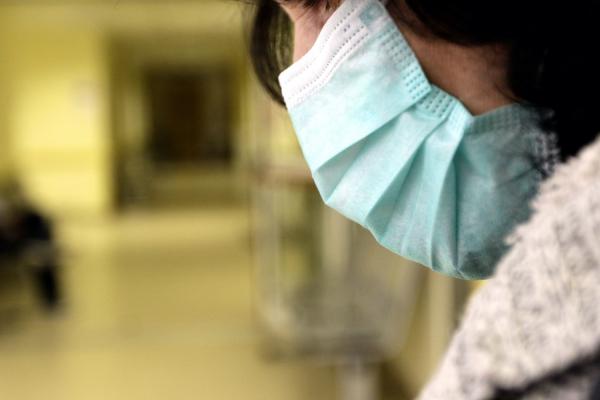 Φρενίτιδα στα φαρμακεία για τις μάσκες λόγω γρίπης και κοροναϊού