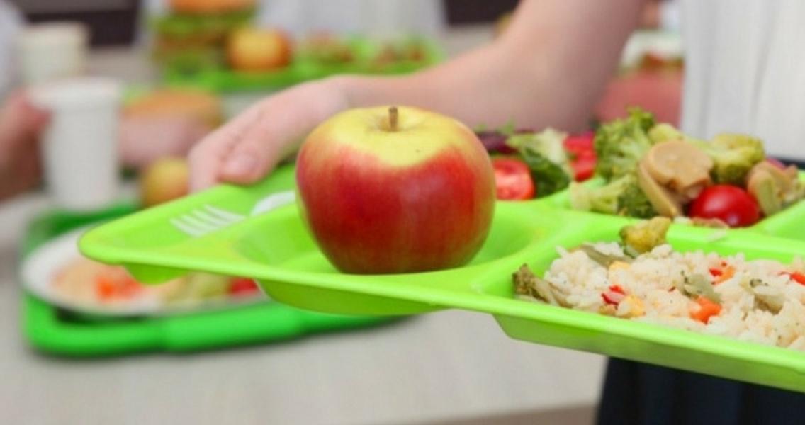 Εντός του Φεβρουαρίου περισσότερα παιδιά θα λαμβάνουν σχολικά γεύματα