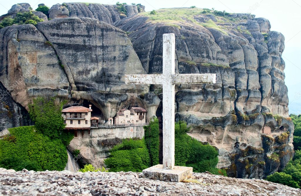 Μετέωρα: Το μοναστήρι της Υπαπαντής του Χριστού «σκαρφαλωμένο» στον απόκρημνο βράχο