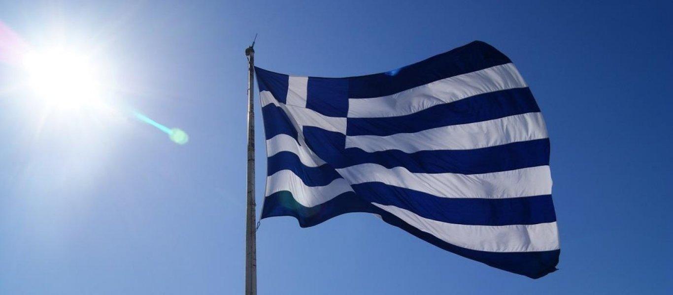 Γιορτάζουμε την 25η Μαρτίου με τη σημαία στο μπαλκόνι μας