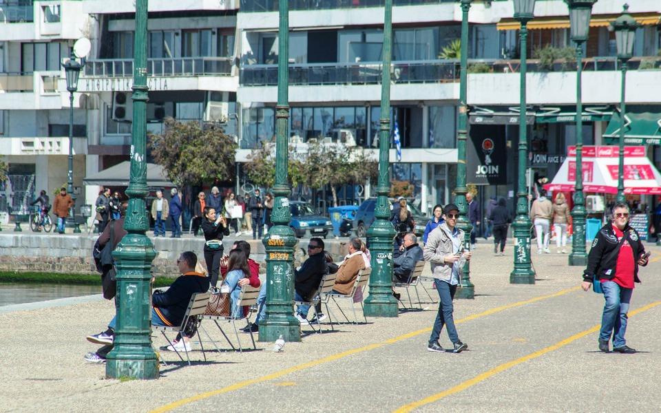 Απαγόρευση κυκλοφορίας: Έξοδο με χρονικό περιορισμό εξετάζει η κυβέρνηση