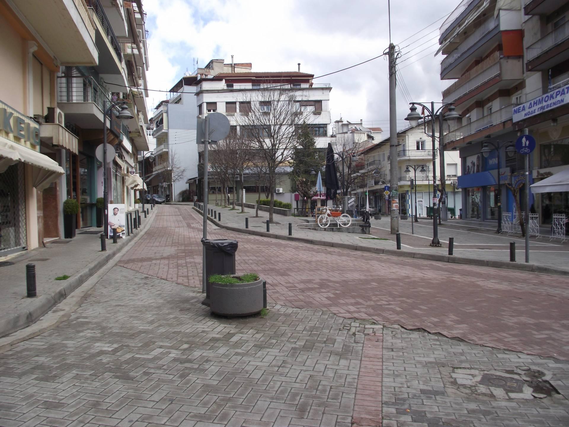 Γρεβενά: Έρημη πόλη λόγω κοροναϊού (φωτογραφίες)