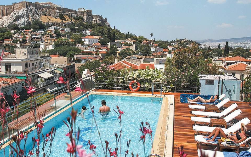 Ακυρώσεις κρατήσεων για δυο στα τρία ελληνικά ξενοδοχεία