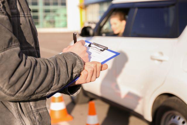 Τα πάνω – κάτω σε μαθήματα και εξετάσεις για δίπλωμα οδήγησης – Τι αλλάζει