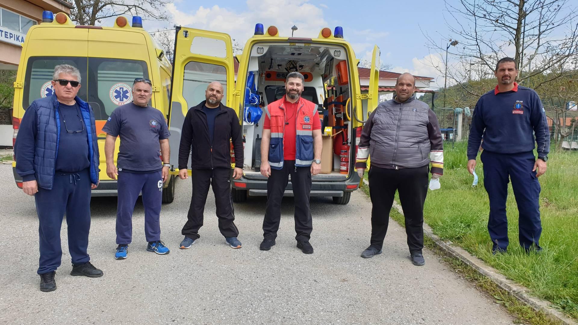 Υγειονομικό εξοπλισμό παρέδωσε στους εργαζομένους του ΕΚΑΒ Γρεβενών ο Αντιπεριφερειάρχης Γιάννης Γιάτσιος