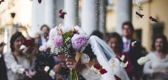 Γάμοι και βαφτίσεις μόνο σε στενό οικογενειακό κύκλο το καλοκαίρι