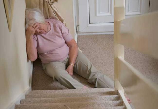 Κατ' οίκον περιορισμός και πτώσεις ηλικιωμένων μέσα στο σπίτι