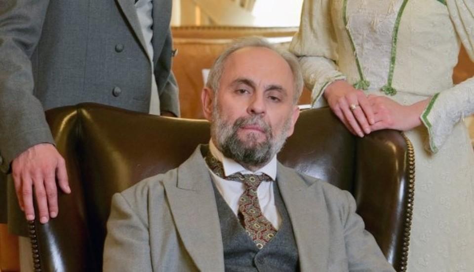 """Ο πρωταγωνιστής της σειράς του Οpen """" Κόκκινο Ποτάμι """" , κ. Σωτήρης Χατζάκης , στο Ράδιο Γρεβενά 101,5 τη Τρίτη 2/6"""