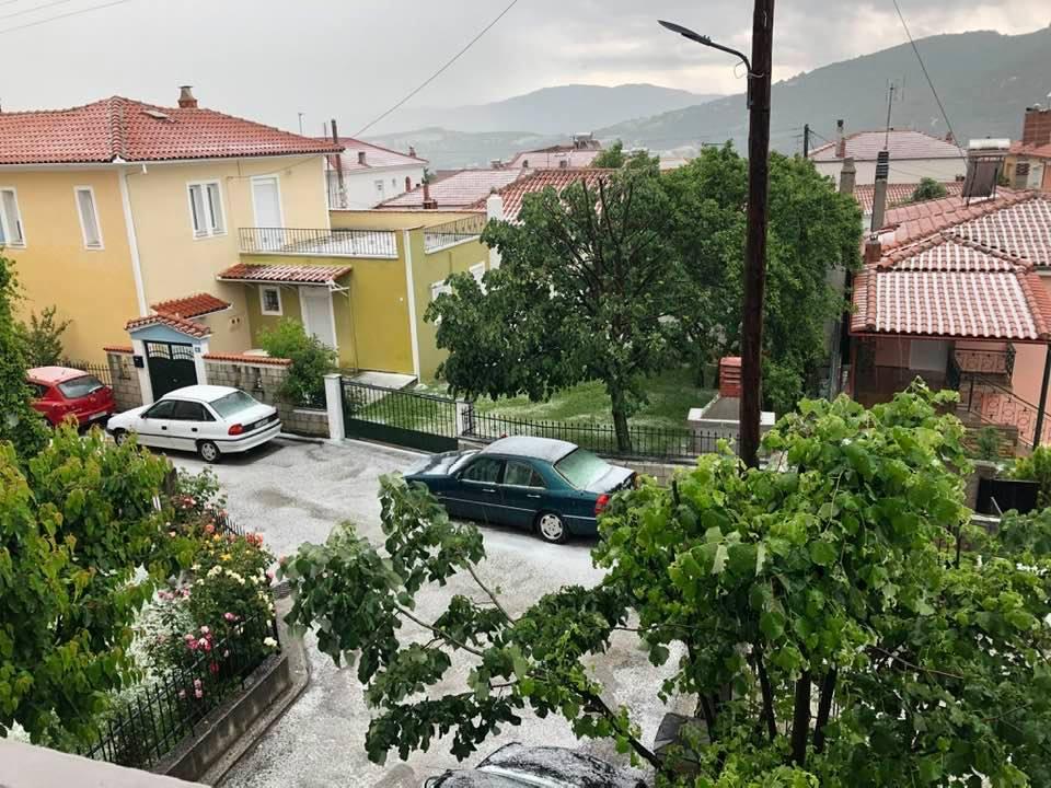 Άσπρη,από το χαλάζι η Δεσκάτη Γρεβενών και το Λιβαδερό του Δήμου Σερβίων