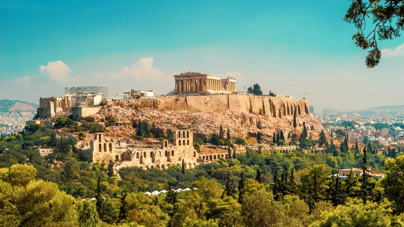 Το άνοιγμα των αρχαιολογικών χώρων έστρεψε όλα τα φώτα στην Ελλάδα – «Η Ακρόπολη θα λάμπει πάντα»