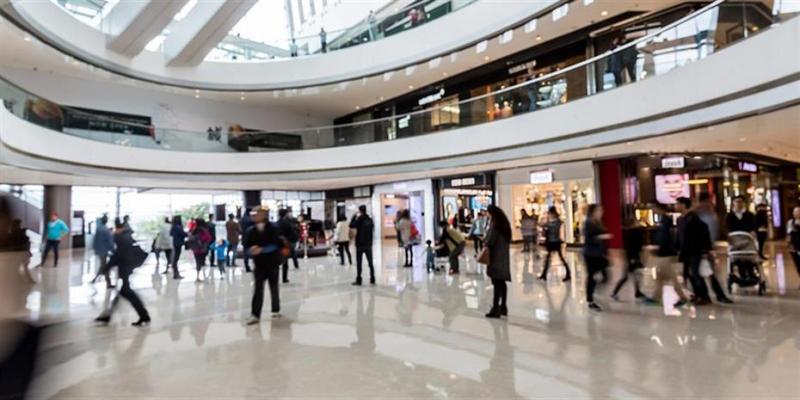 Προσφορές και… περιέργεια τόνωσαν τα καταστήματα