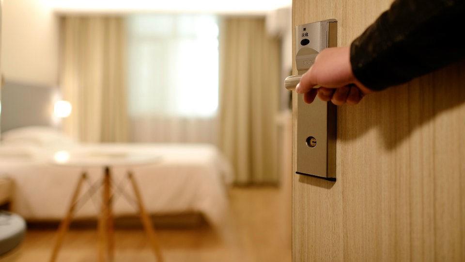 Δωμάτια Covid-19 υποχρεούνται να έχουν τα ξενοδοχεία