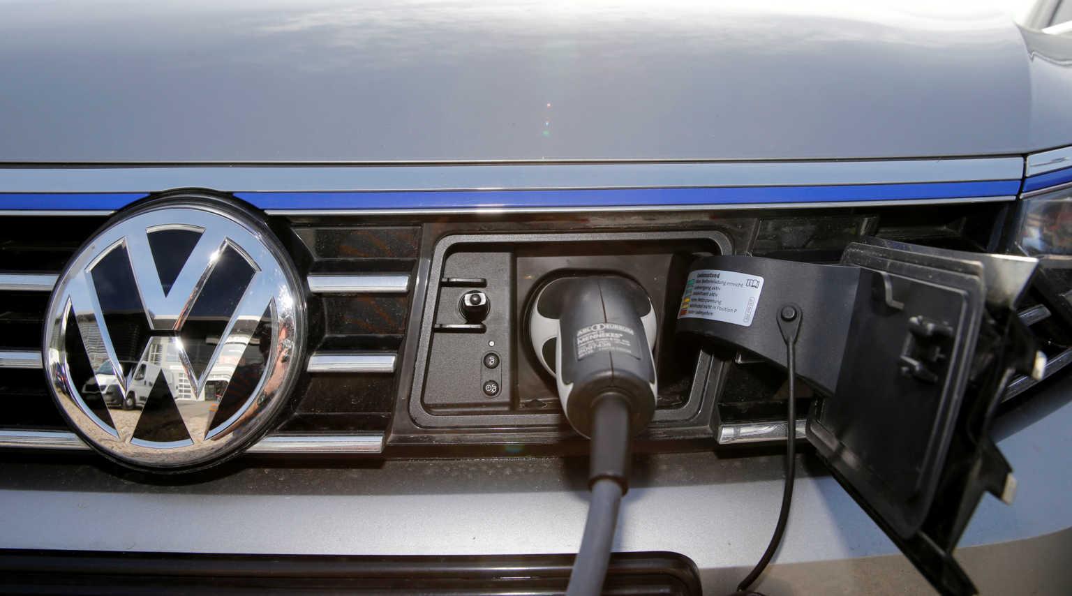 «Σύντομα το 1/3 των αυτοκινήτων θα είναι ηλεκτροκίνητα» – Τι λέει ο πρόεδρος του ΣΕΑΑ Γιώργος Βασιλάκης