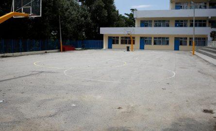Απίστευτη καταγγελία: Προσήγαγαν παιδιά επειδή έπαιζαν μπάσκετ στο προαύλιο κλειστού σχολείου