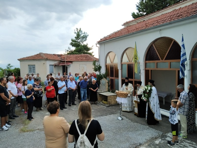 Ο Σεβασμιώτατος Μητροπολίτης Γρεβενών κ.κ. Δαβίδ ιερούργησε στον πανηγυρίζοντα Ιερό Ναό της Αγίας Παρασκευής στα Γρεβενά