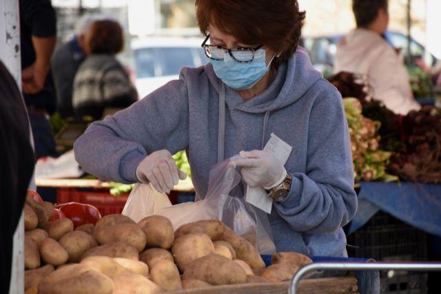 Καστοριά: Χρήση μάσκας στη λαϊκή αγορά