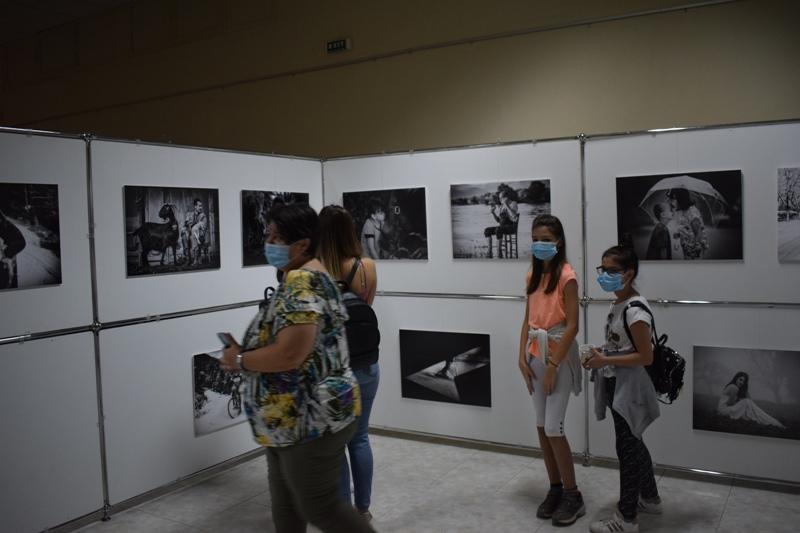 Πραγματοποιήθηκαν με επιτυχία στο Αρχαιολογικό Μουσείο Αιανής τα εγκαίνια της Έκθεσης Φωτογραφίας του Δημήτρη Βαβλιάρα
