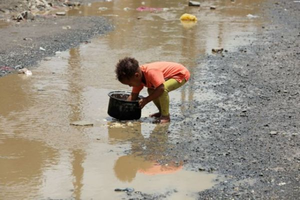 Μολυσμένο νερό πίνουν εκατομμύρια άνθρωποι – Σοκαριστικά στοιχεία για τη ρύπανση των υδάτων