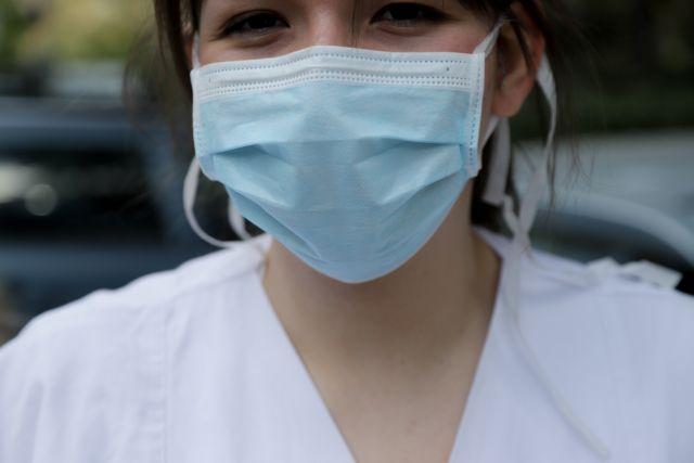 Οι γυναίκες πιο συνεπείς στη χρήση μάσκας