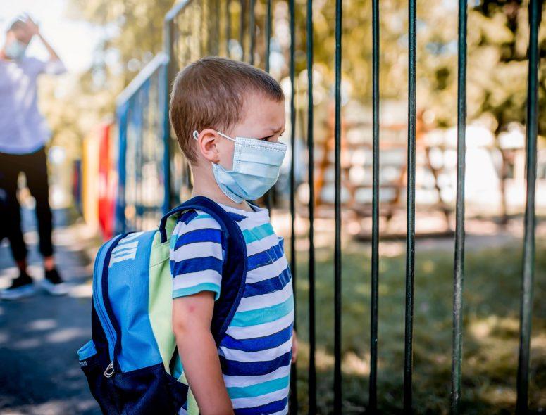 Γονείς αναζητούν ψευδείς ιατρικές βεβαιώσεις για να αποφύγουν τα παιδιά τους τη μάσκα στα σχολεία