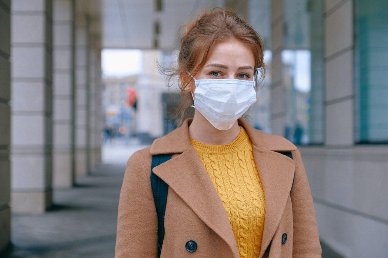 Νέα έρευνα: Οι γυναίκες προσέχουν περισσότερο από τους άνδρες – Τηρούν συχνότερα τα μέτρα προστασίας για τον κορωνοϊό