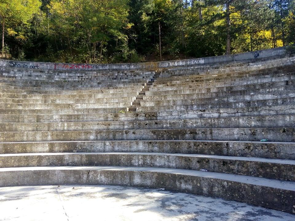 Υπαίθριο Θέατρο Καστράκι: Από κέντρο πολιτισμού κατέληξε σε κέντρο ντροπής