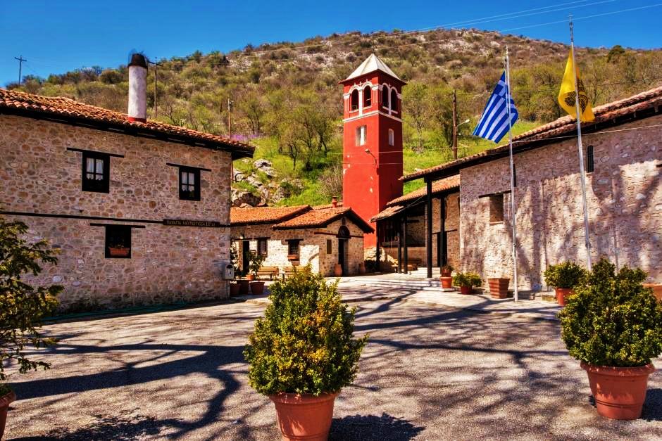 Μέχρι 9 άτομα για όλες τις τελετές κι όλες τις λειτουργίες στις εκκλησίες στο επίπεδο Β' που ανήκει Κοζάνη και Καστοριά